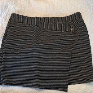 Dresses & Skirts - Stripped skirt